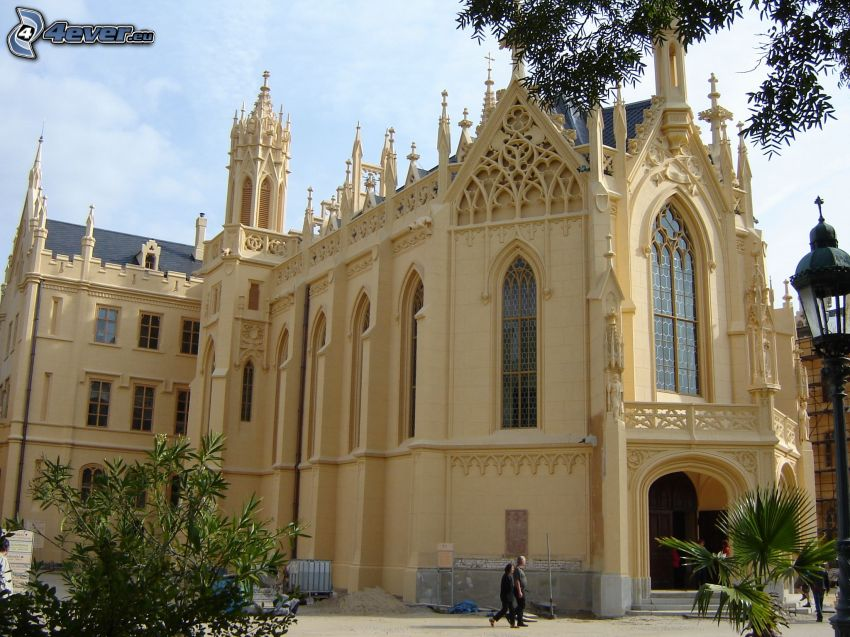 Zamek Lednice, gotyk