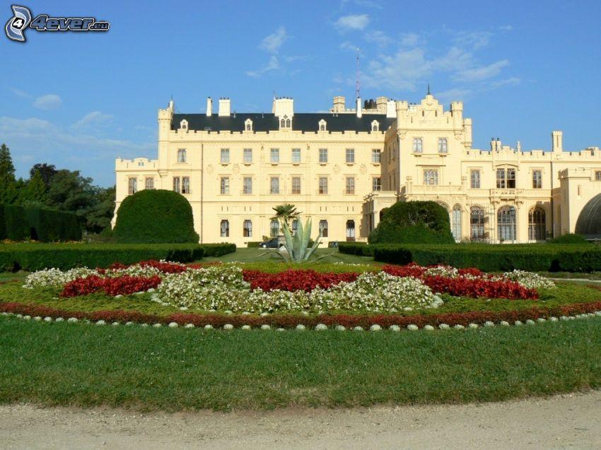 Zamek Lednice, kwiaty, ogród