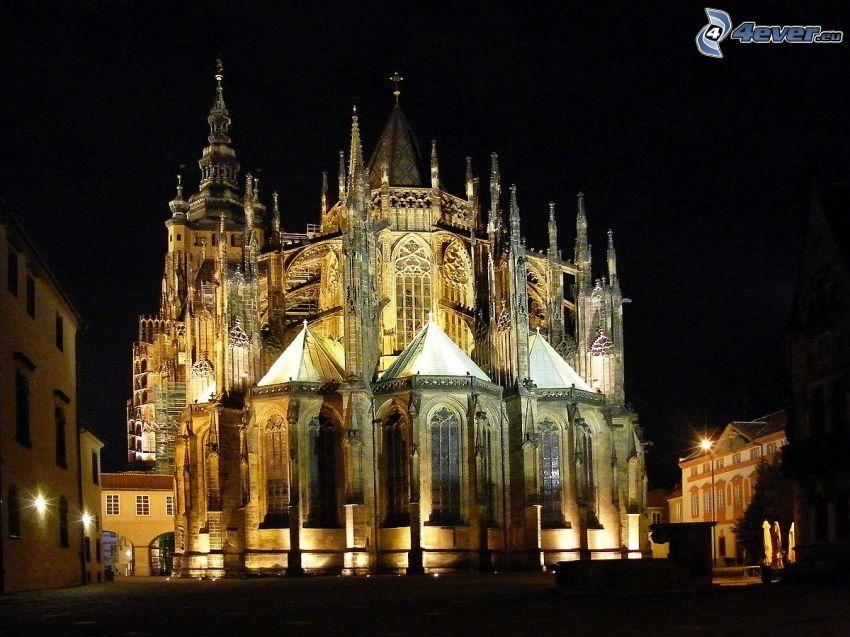 Zamek Praski, miasto nocą