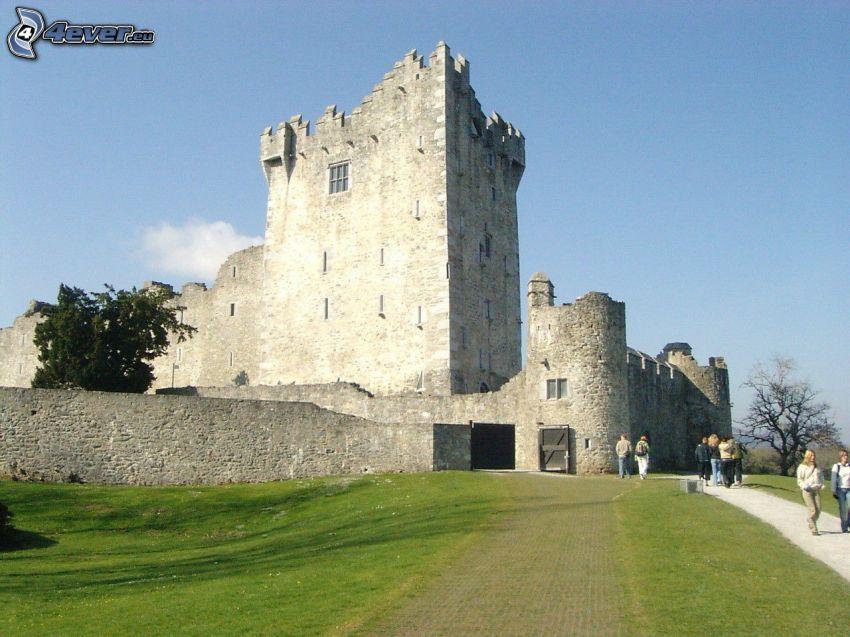 Zamek Ross, turyści
