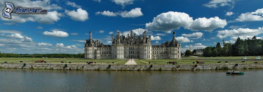 Zamek w Chambord, Cosson, chmury, panorama
