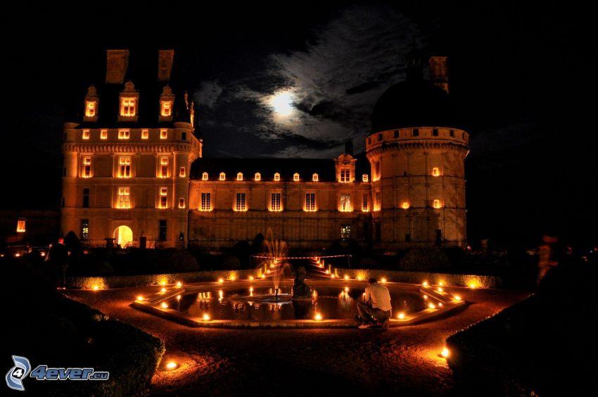 zamek w Valençay, noc, fontanna