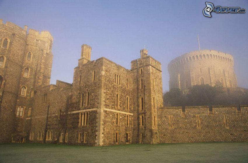 Zamek Windsor, mgła