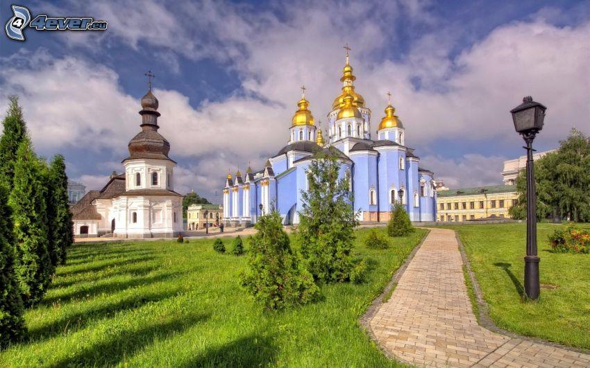 katedra, kapliczka, Ukraina, chodnik, zieleń, lampa, chmury