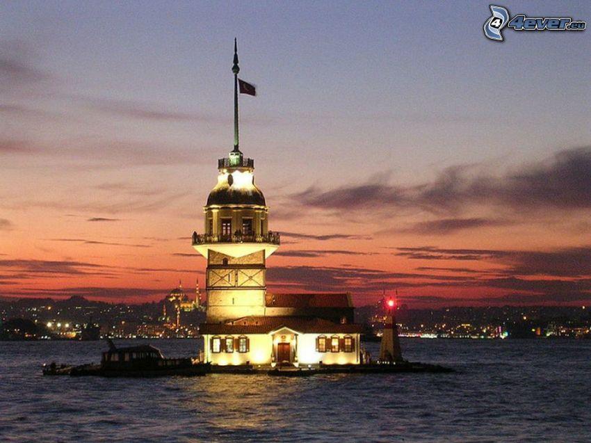 Kiz Kulesi, po zachodzie słońca, wyspa