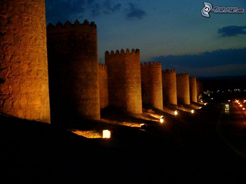 Ávila, Hiszpania, noc, mury obronne