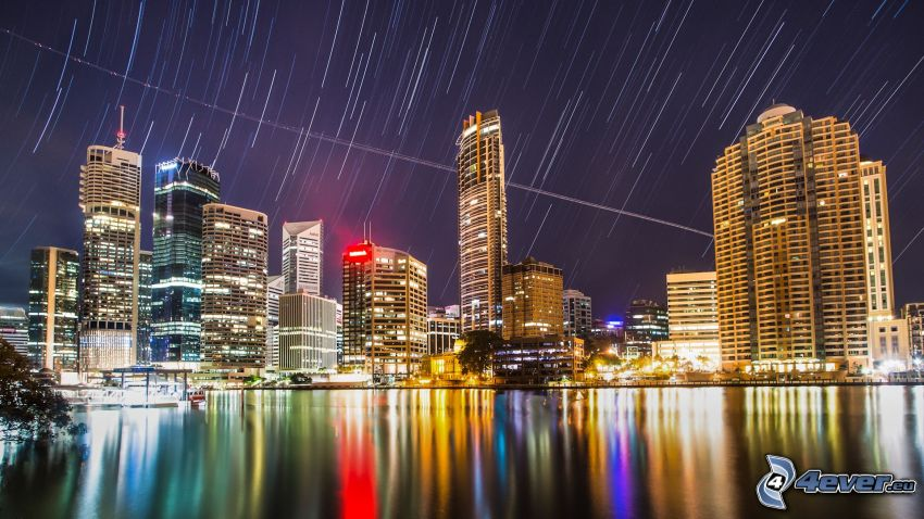 Brisbane, miasto nocą, gwiaździste niebo, obrót Ziemi