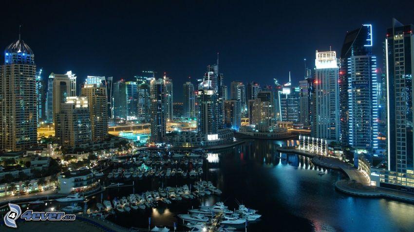 Dubaj, miasto nocą, wieżowce, port