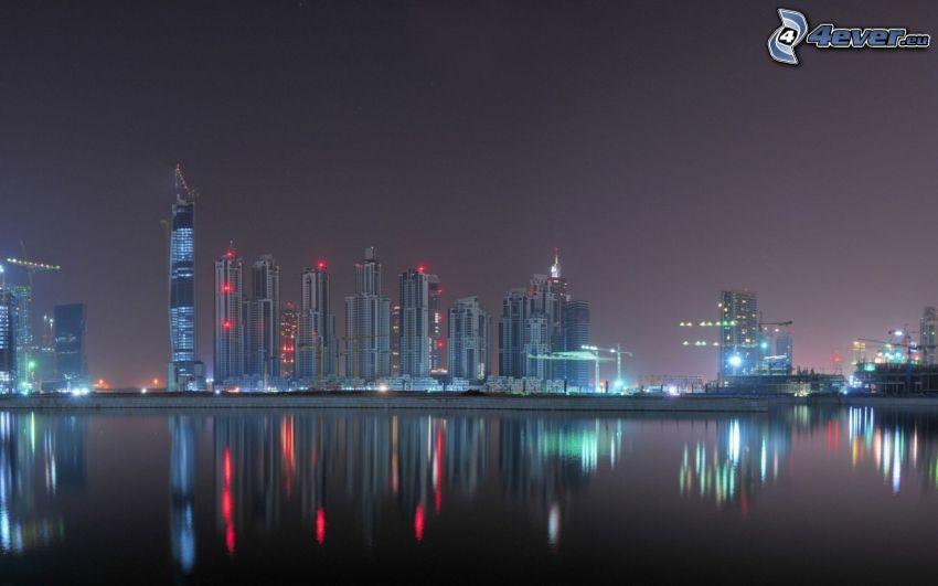 Dubaj, miasto nocą