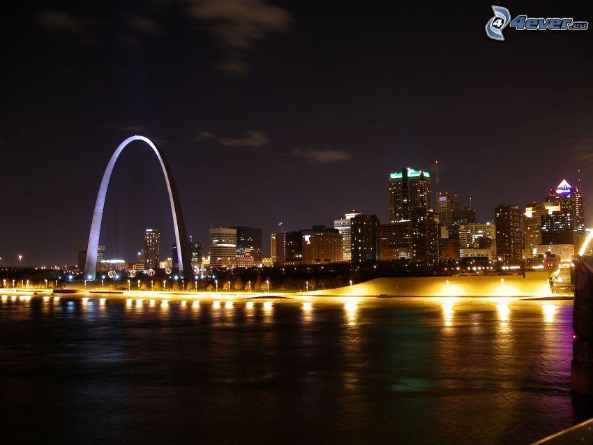 Gateway Arch, St. Louis, miasto nocą