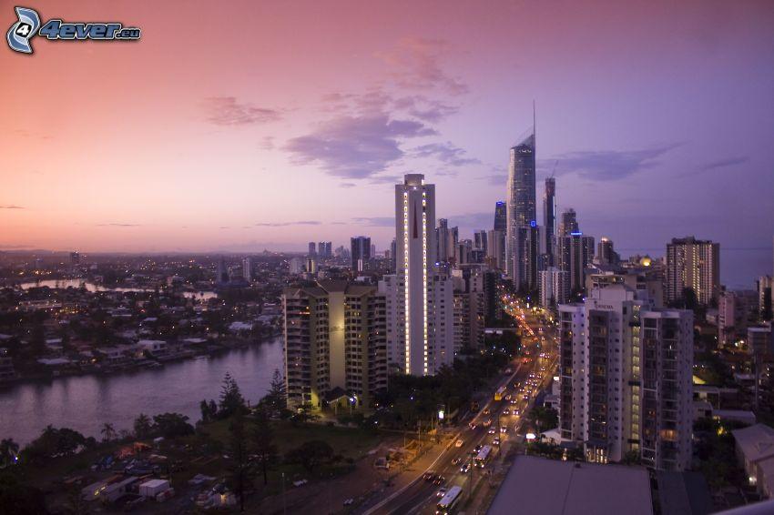 Gold Coast, wieżowce, fioletowe niebo