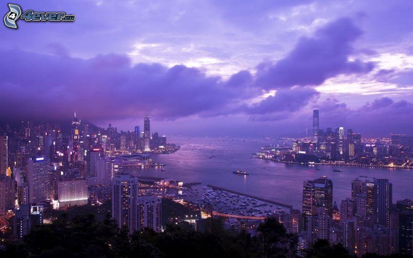 Hong Kong, wieżowce, miasto wieczorem