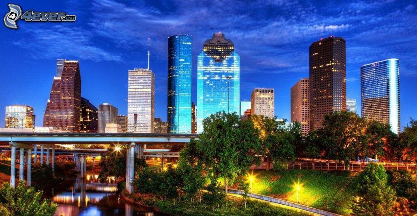 Houston, miasto nocą, wieżowce, mosty