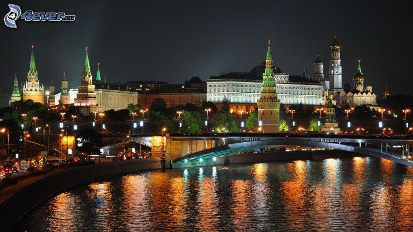 Kreml, Moskwa, miasto wieczorem