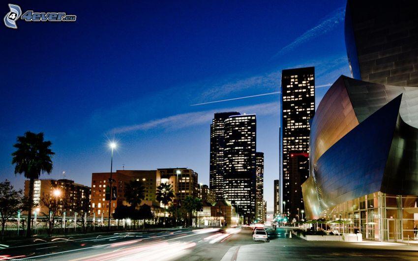Los Angeles, miasto wieczorem, wieżowce