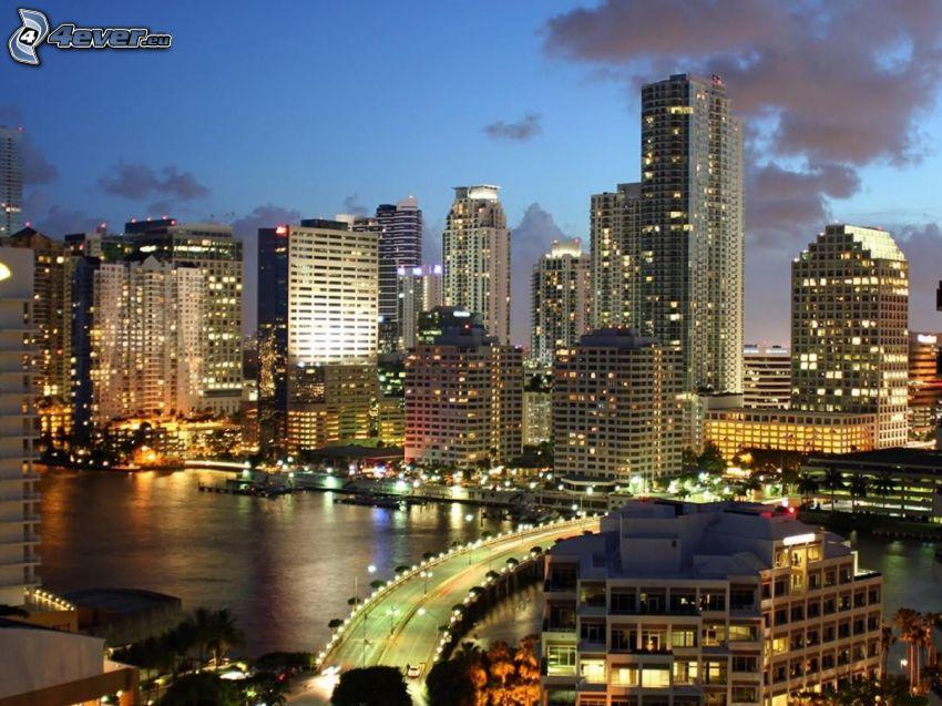 Miami, wieżowce, miasto nocą