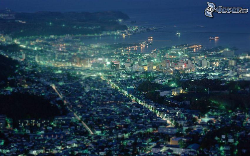 miasto nocą, nadmorskie miasteczko