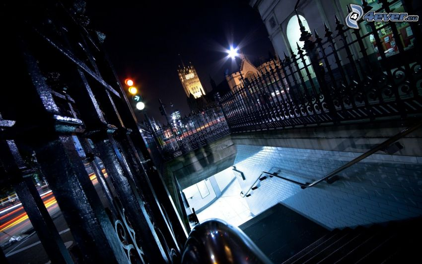 miasto nocą, schody