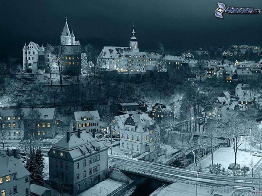 miasto nocą, śnieg
