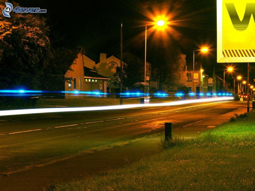 nocna ulica, uliczne oświetlenie