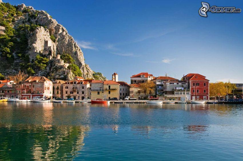 Omiš, Chorwacja, nadmorskie miasteczko, domki
