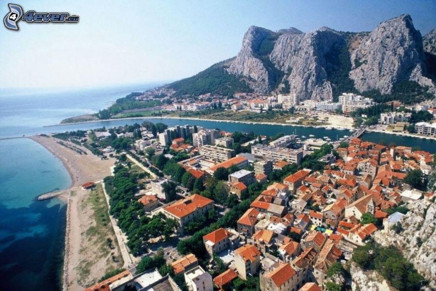 Omiš, Chorwacja, nadmorskie miasteczko, skały