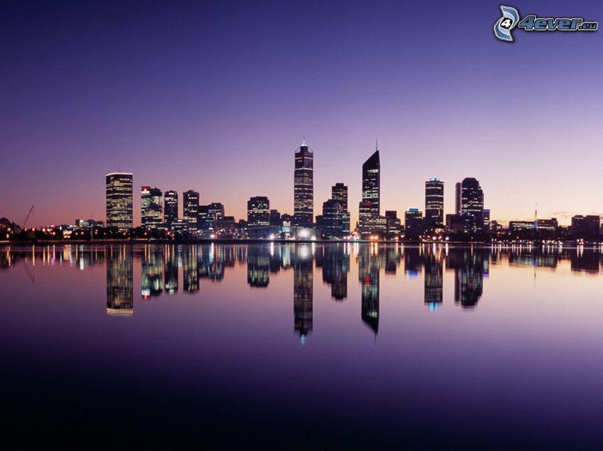 Perth, wieżowce, miasto nocą, morze, odbicie