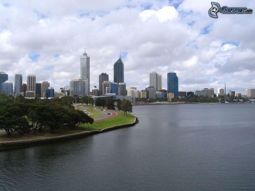 Perth, wieżowce, morze, chmury