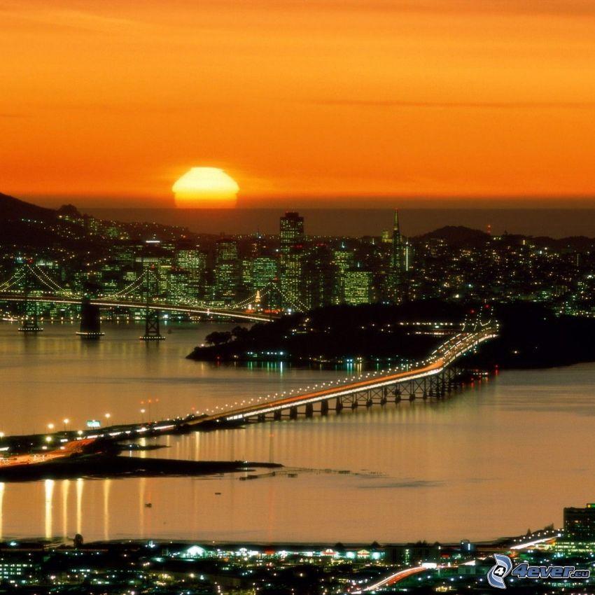San Francisco, miasto wieczorem, zachód słońca nad miastem, Bay Bridge, Yerba Buena Island, wieżowce