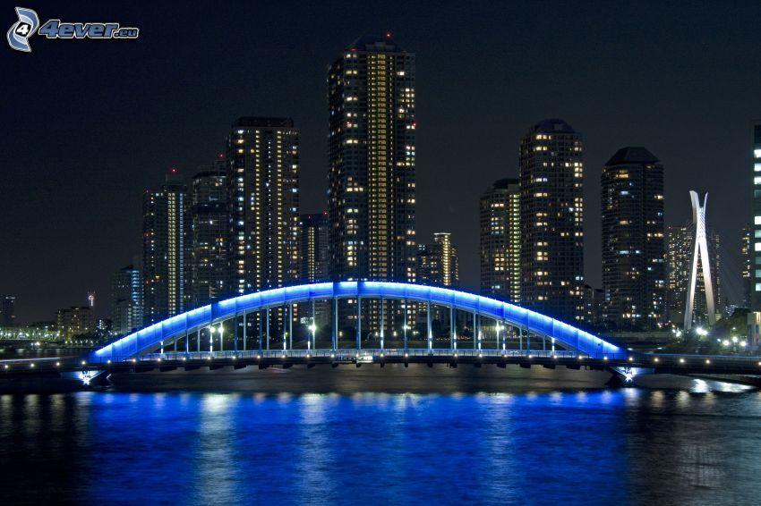 Tokio, Japonia, oświetlony most, noc