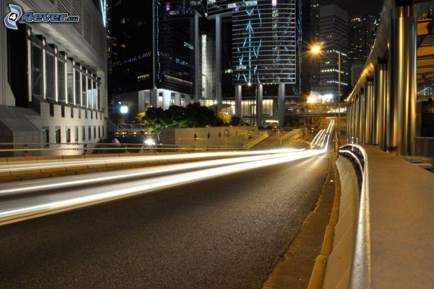 ulica, miasto nocą