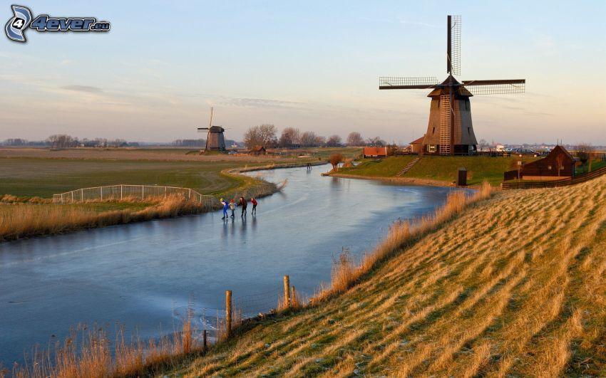 młyn, Holandia, zanarznięta rzeka