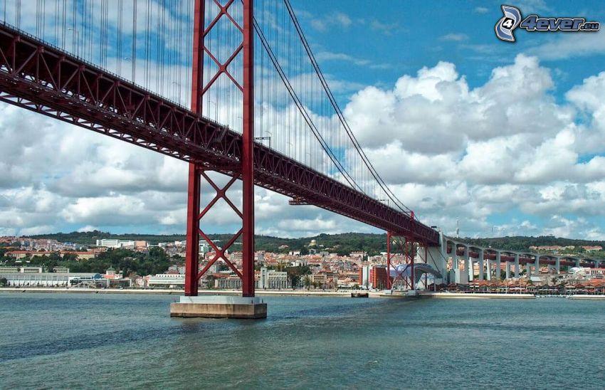 25 de Abril Bridge, chmury, Lizbona