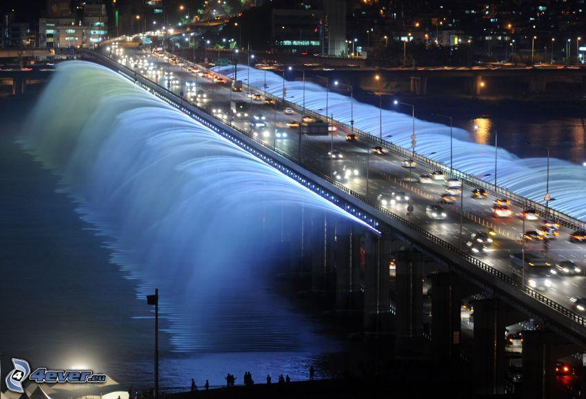 Banpo Bridge, oświetlony most, fontanna, miasto nocą