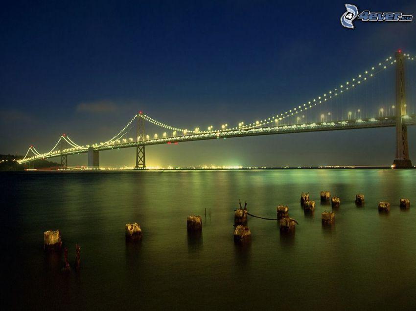 Bay Bridge, San Francisco, oświetlony most, ciemność, woda