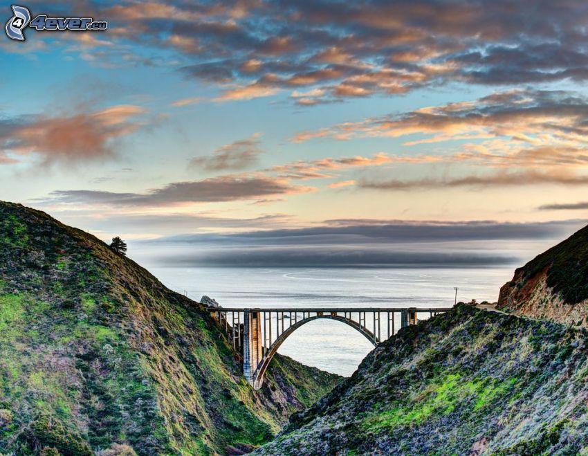 Bixby Bridge, skały, morze, chmury