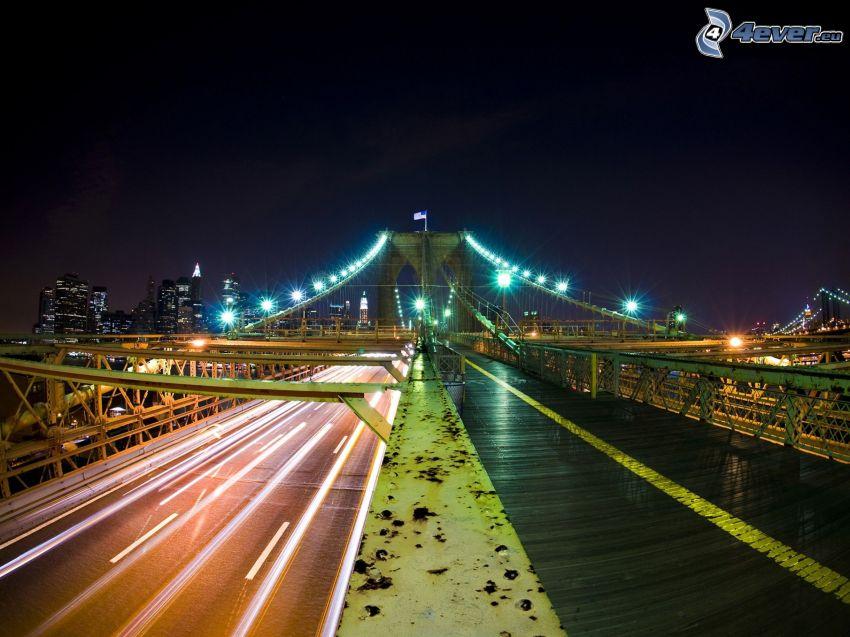 Brooklyn Bridge, oświetlony most