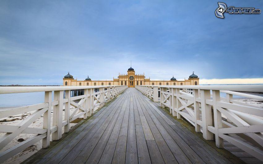 drewniany most, pałac