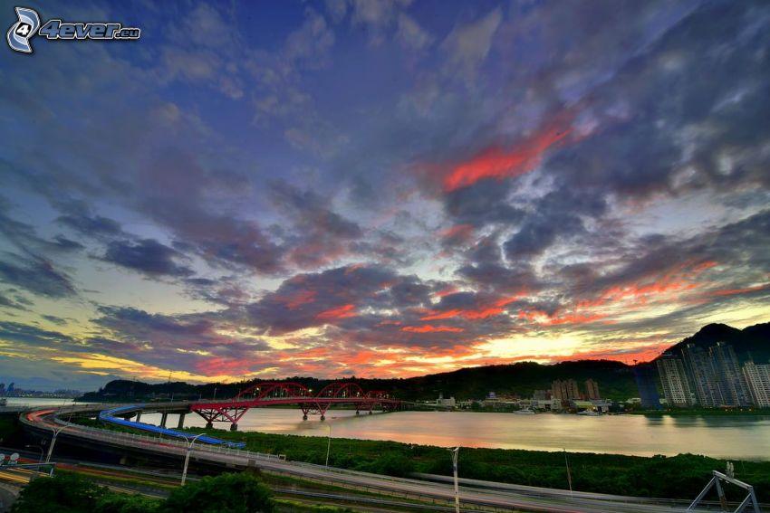 Guandu Bridge, miasto wieczorem, chmury