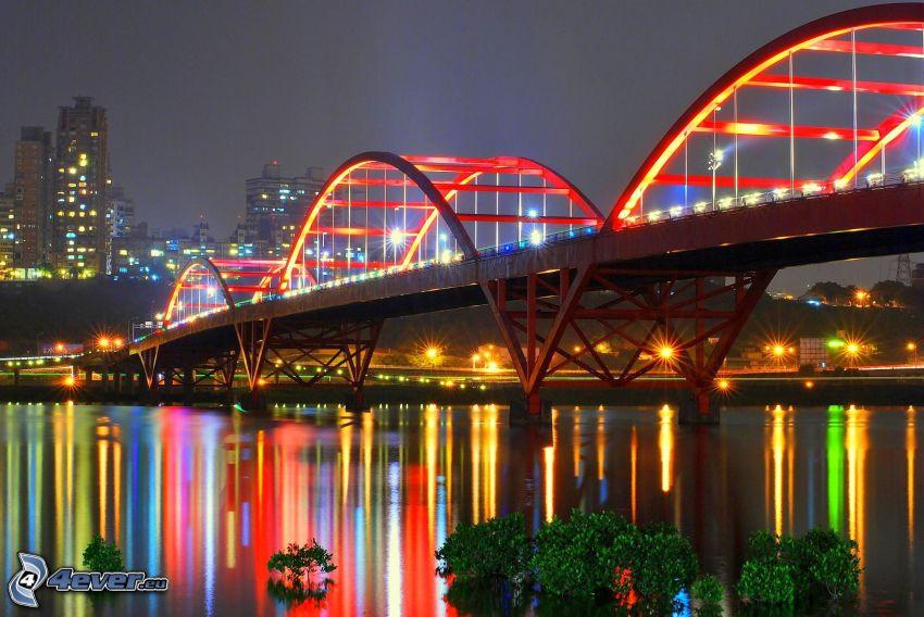 Guandu Bridge, oświetlony most, miasto nocą