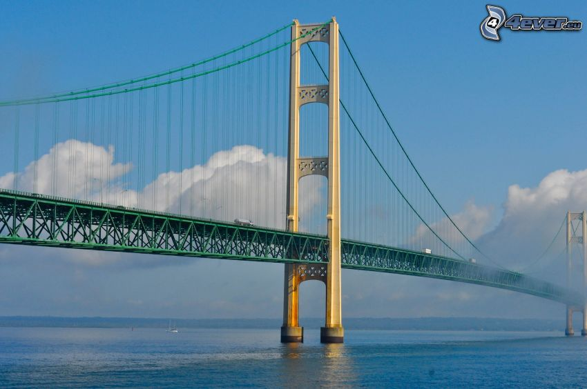 Mackinac Bridge, chmury
