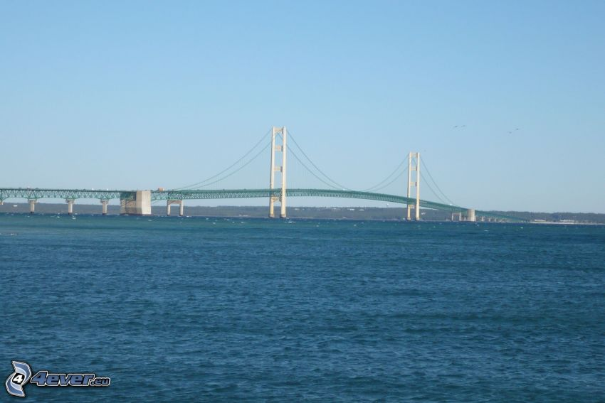 Mackinac Bridge, morze