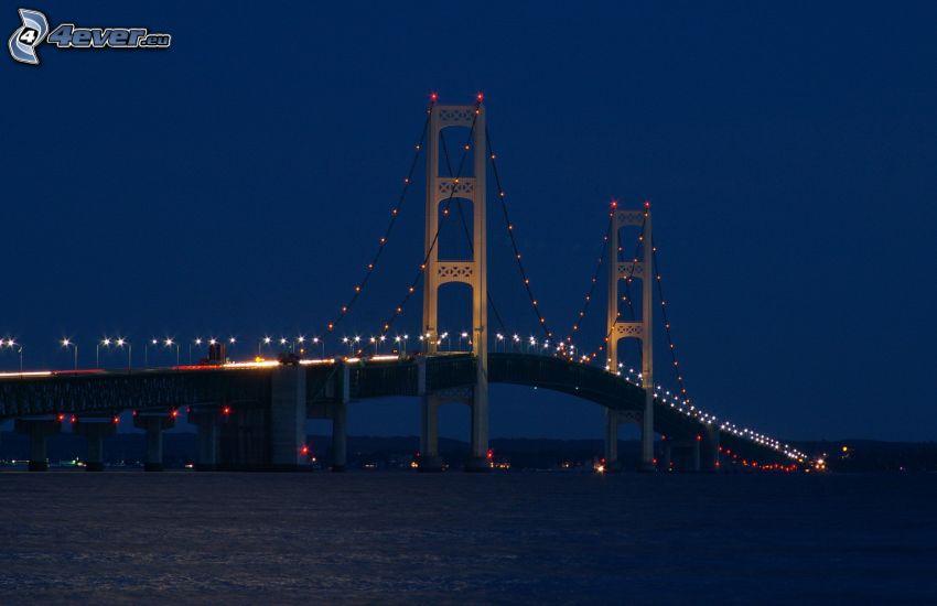 Mackinac Bridge, oświetlony most, noc