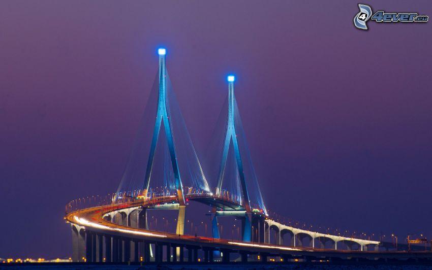nowoczesny most, oświetlony most, wieczór