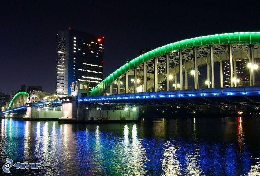 oświetlony most, noc, niebieskie oświetlenie, rzeka