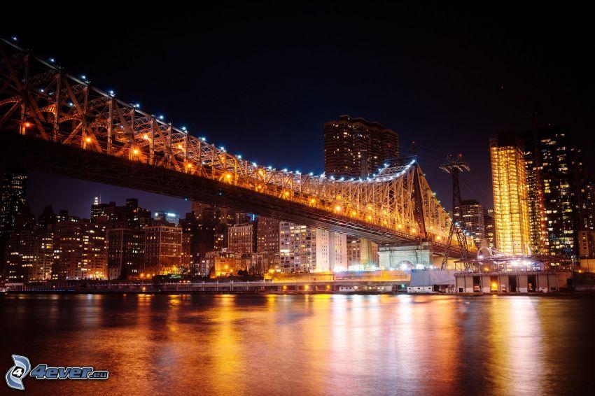 Queensboro bridge, oświetlony most, miasto nocą