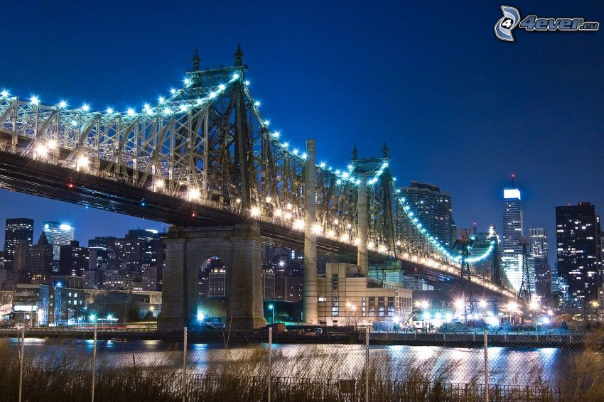 Queensboro bridge, oświetlony most, miasto wieczorem, New York