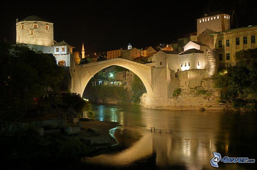 Stari Most, Neretva, miasto nocą, Mostar