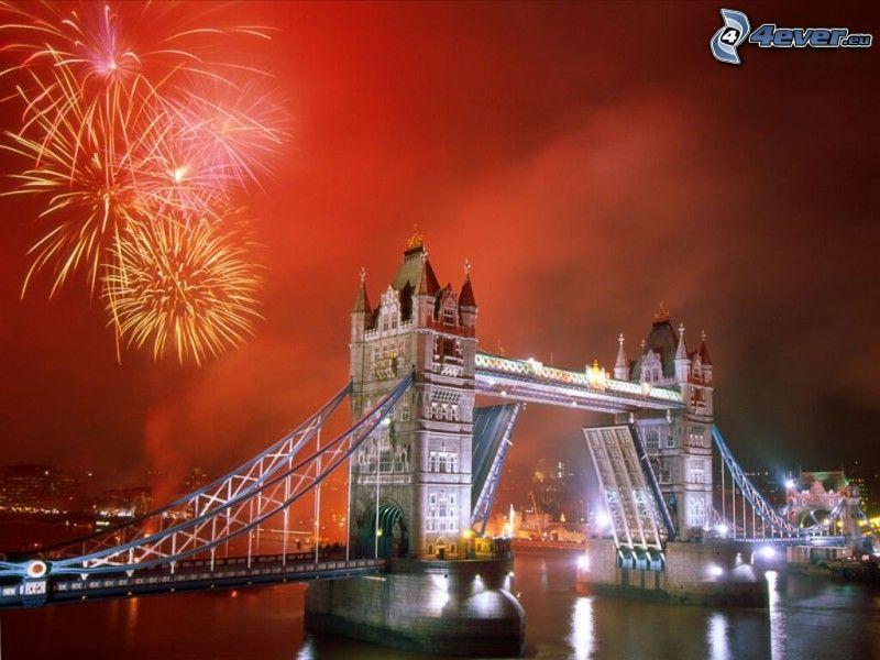 Tower Bridge, Londyn, zwodzony most, sztuczne ognie, Nowy Rok