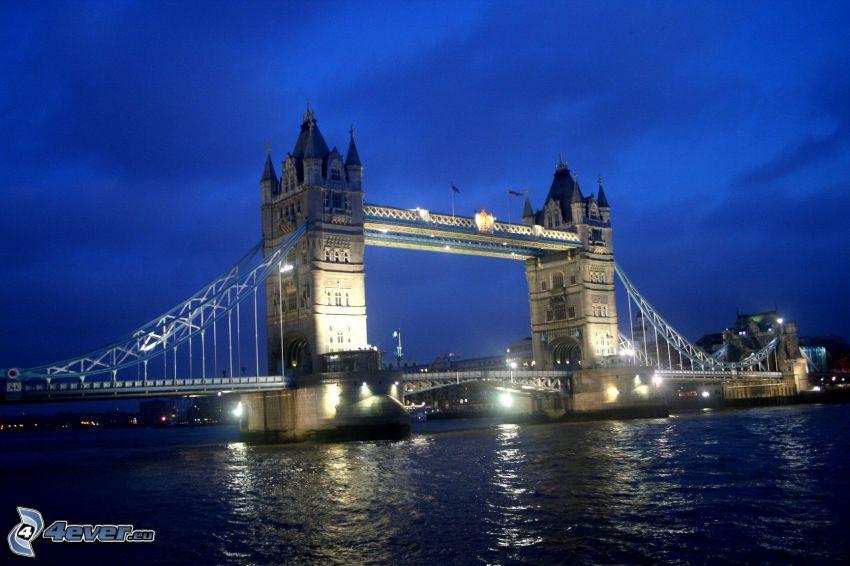 Tower Bridge, oświetlony most, noc, Tamiza